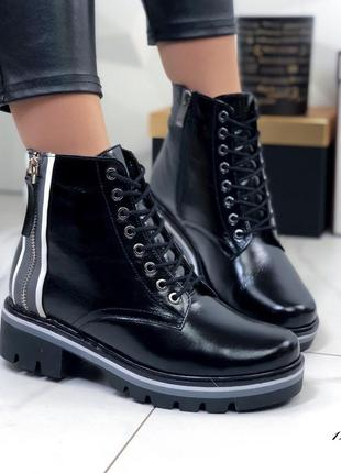 Женские ботинки лаковые зимние черные