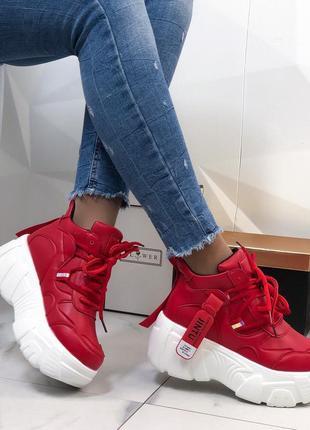 Кроссовки красные на высокой подошве женские