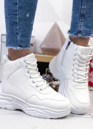 Ботинки высокие белые женские