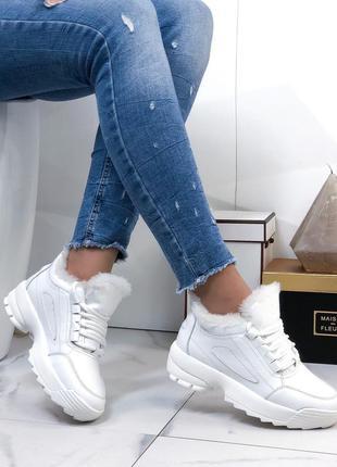 Кроссовки белые на меху кожаные