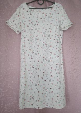 Белое платье в цветочный принт