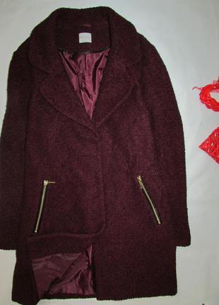Прекрасное пальто цвета марсала