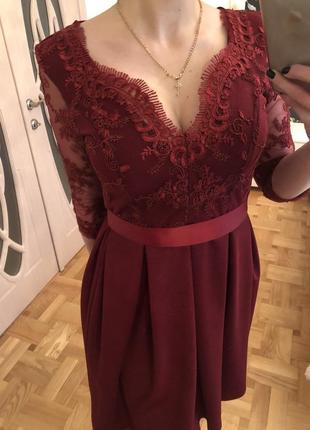 Платье цвет марсала с кружевом и поясом
