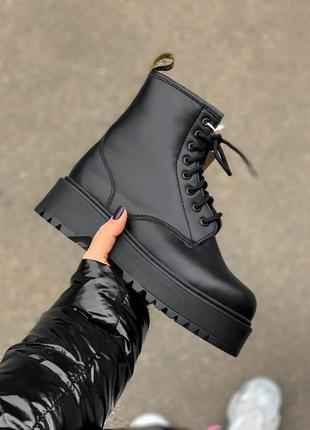 Женские полностью черные зимние ботинки dr. martens high fur