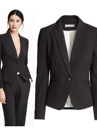 Черный приталенный пиджак