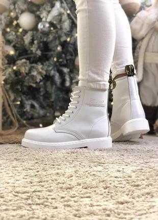 Женские белые ботинки без меха dr martens