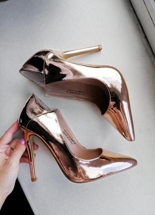 Крутые золотистые лодочки, туфли