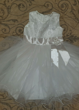 Белое платье на девочку