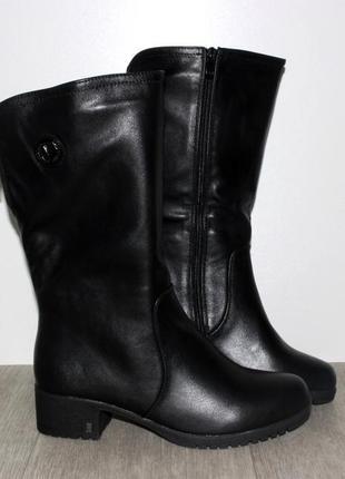 Зимние женские черные короткие сапоги полусапожки низкий каблук