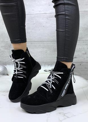 Зимние ботинки из натуральной замши на платформе