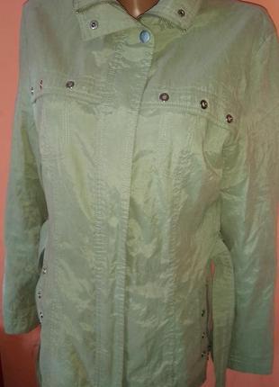 Плащ куртка на размер с,м ветровка
