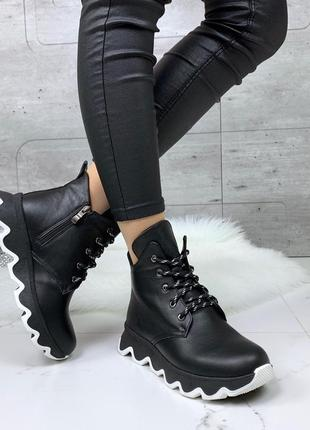 Стильные зимние ботинки из натуральной кожи на платформе