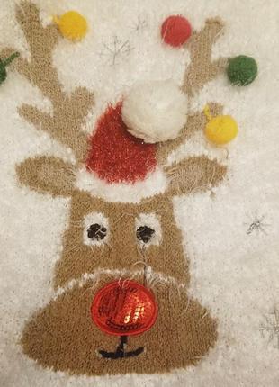 Новогодний свитер с оленем.