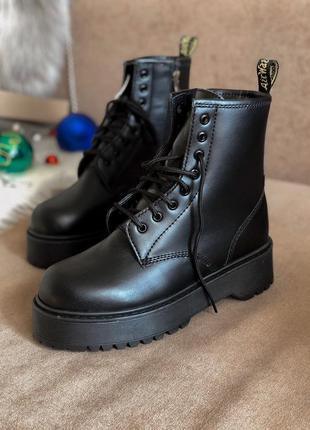 Шикарные черные женские зимние ботинки с мехом dr martens
