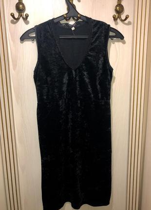 Бархатное (велюровое )платье,с красивым кружевом на груди разм...