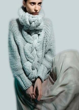Объемный плотный свитер крупной вязки косами оверсайз