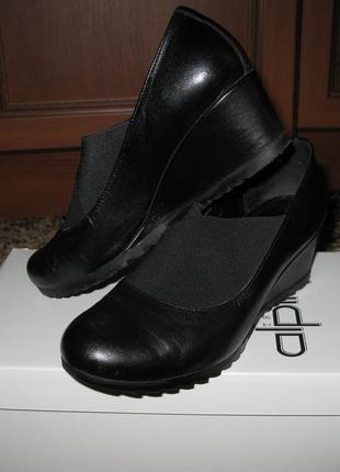 Удобные закрытые (осенние) кожаные туфли 37р.