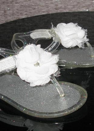 Нарядные серебристые пляжные босоножки мыльницы вьетнамки аква...