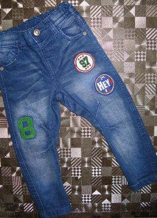 Крутые джинсы узкачи скинни с нашивками f&f 2 года
