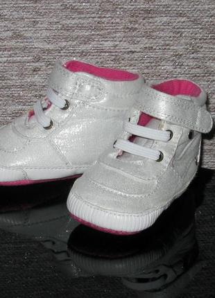 Cеребристые кроссовки пинетки f&f на малышку-модницу 0-6мес