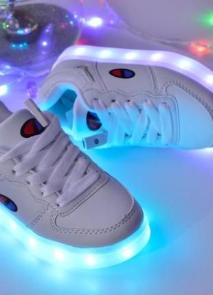 Белые led -кроссовки
