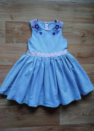 Нарядное пышное платье с вышивкой