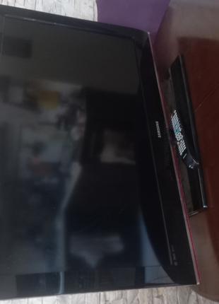 Продается телевизор Самсунг нерабочий. Диагональ 40