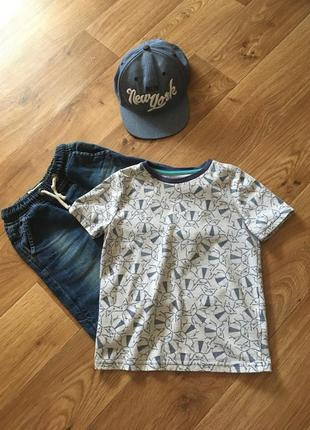 Фирменная футболка nutmeg на 5-6 лет