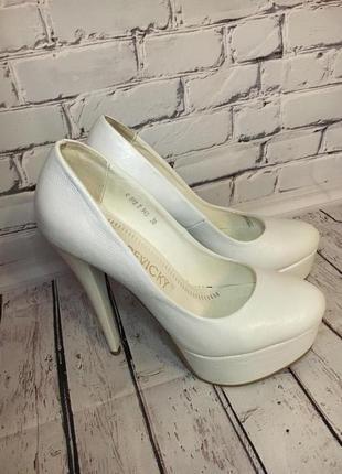 Красивые, удобные свадебные туфли (кожа)
