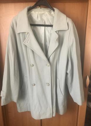 Мятное пальто большого размера