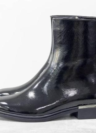 Стильные классические ботинки из натуральной лаковой кожи