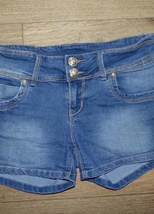 Джинсовые шорты с широким поясом