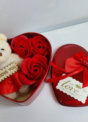 Подарочный набор в форме сердца мыльные розы 3 шт с мишкой кра...