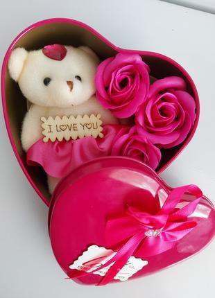 Подарочный набор в форме сердца с мыльными розами 3 шт с мишко...
