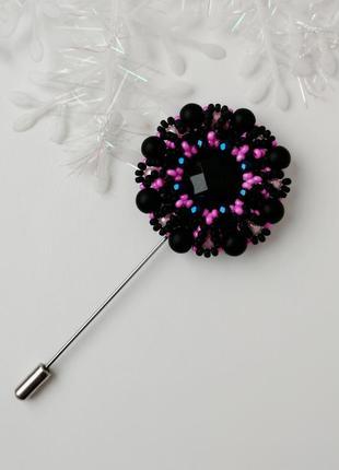 Круглая черная брошь игла ручной работы «black pink»