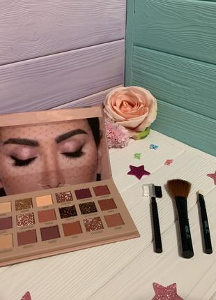 Палетка теней Makeup Revolution - Flawless 4 + кисточки вместе...