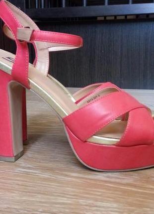 Босоножки на каблуке/туфли/летняя обувь