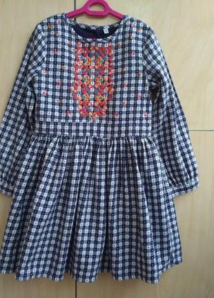 Платье с вышивкой  m&s на 5-6 лет