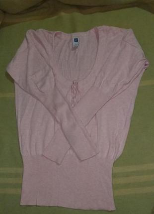 Нежно розовая кофта свитер