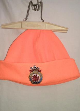 Теплая шапка , ядовито оранжевого цвета