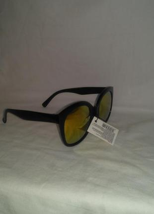Женские солнцезащитные очки, есть  разноцветные  стёкла