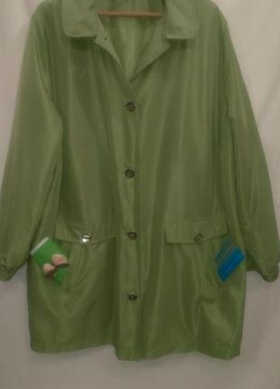 Ярко  ярко зелёная  ветровка ( не  такая  как  на фото )
