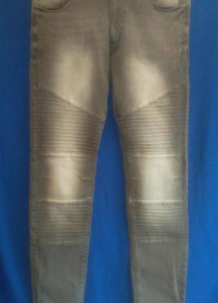 Хорошие стрейчевые  джинсы скинни серого  цвета