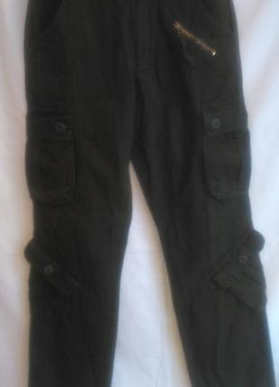 Красивые  брюки тёмно зелёного  цвета