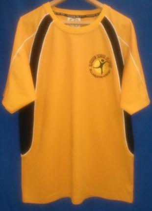 Хорошая  футболка  желтого  цвета