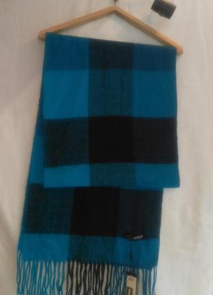 Хороший теплый фирменный шарф