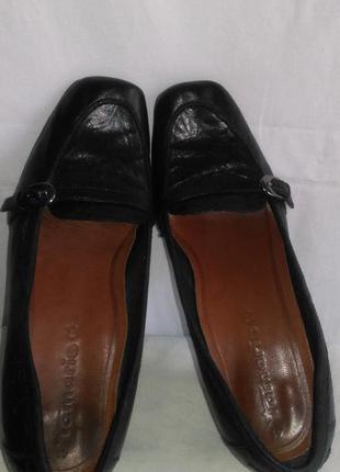 Очень классные  кожаные фирменные туфли