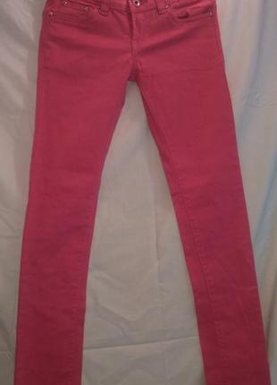 Очень красивые джинсы скинни  стрейч со стразиками на  карманах