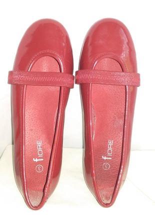 Красивые   фирменные туфельки для принцессы