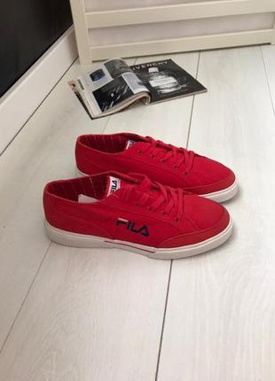 Красные кроссовки fila 41 р